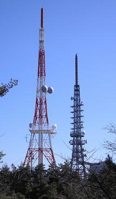 TSSアナログアンテナ塔と地デジアンテナ塔